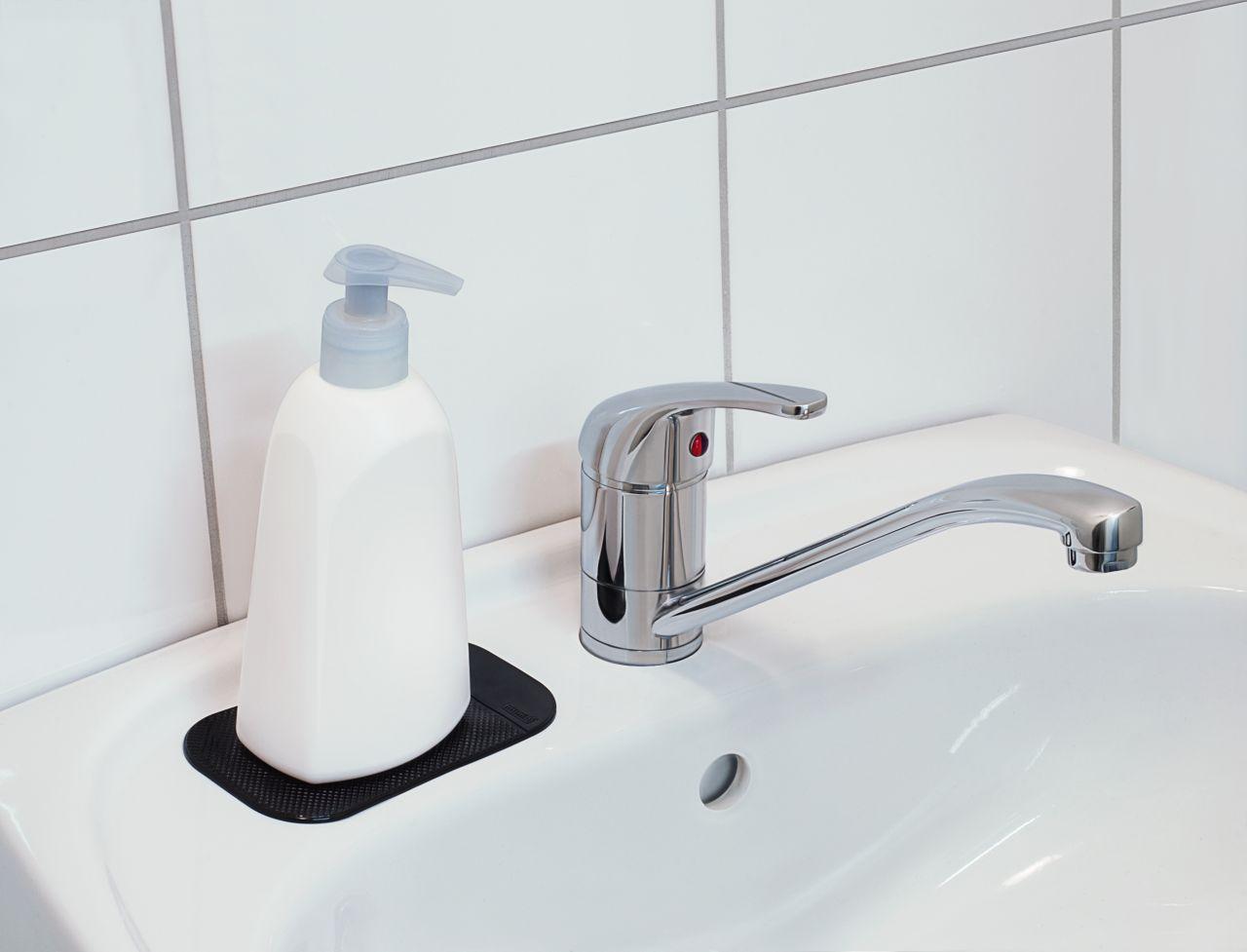 Antirutschmatte auf Waschbecken